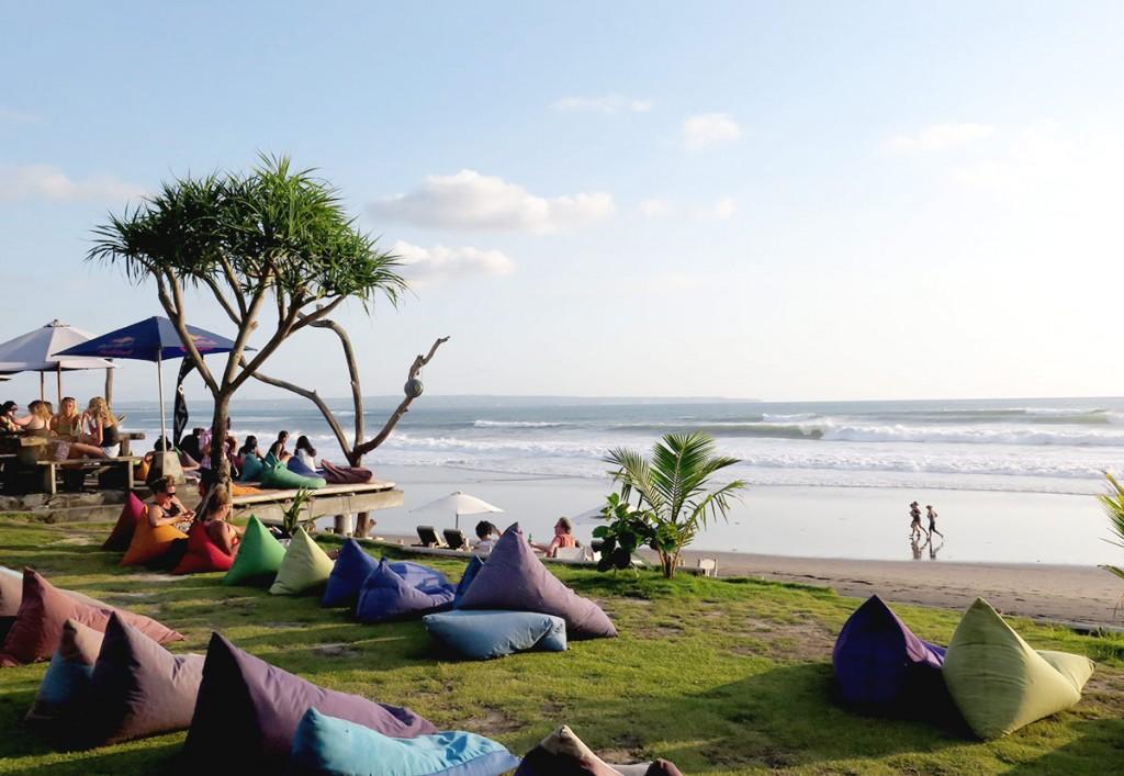 Paikeseloojangu nautimine Balil Batu Belig rannas