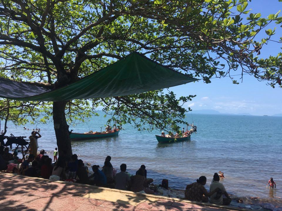 Kep kohalike puhkus rannas